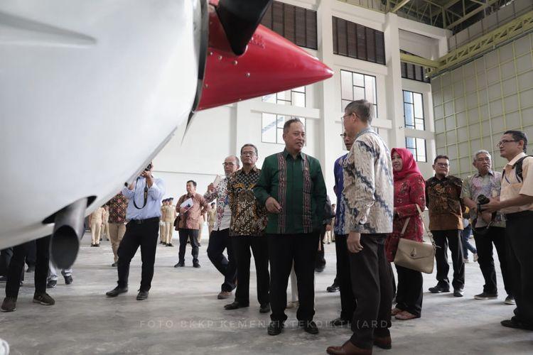 Politeknik Negeri Batam akhirnya memiliki hanggar perawatan pesawat udara. Menariknya hanggar ini merupakan hanggar pertama yang dibangun pamerintah untuk kampus politeknik negeri di Indonesia.