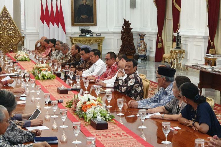 Presiden Joko Widodo mengundang puluhan tokoh ke Istana Kepresidenan, Jakarta, Kamis (26/9/2019). Jokowi membahas sejumlah hal dengan para tokoh, salah satunya terkait aksi unjuk rasa mahasiswa menolak UU KPK hasil revisi.