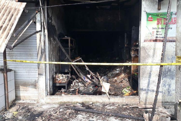 Salah satu kios di Pasar Kota Banjarnegara, Jawa Tengah, terbakar, Jumat (12/3/2021).