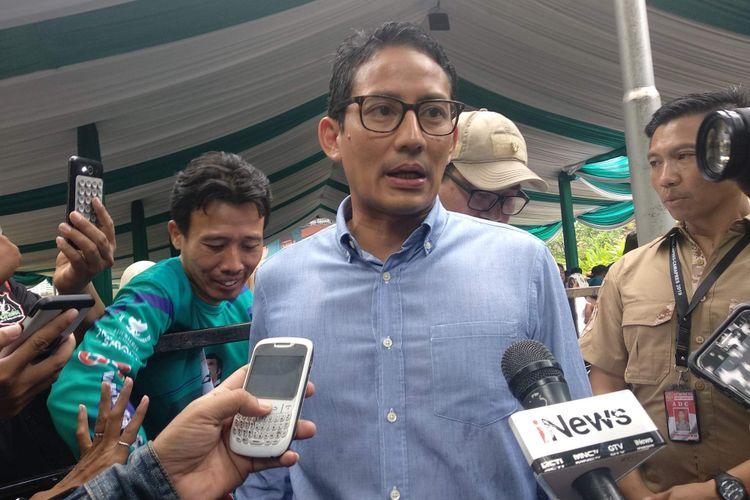 Calon wakil presiden Sandiaga Uno menghadiri deklarasi Rhoma for PAS di markas Soneta Records di Jalan Tole Iskandar Nomor 41, Depok, Jawa Barat, Minggu (28/10/2018).