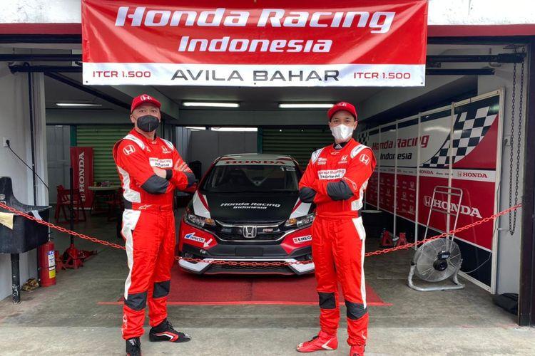 Duet pebalap ayah dan anak di Honda Racing Indonesia, Alvin Bahar (kiri) dan Avila Bahar.