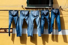 Lebih Awet, Ini 5 Cara Membersihkan Celana Jeans Tanpa Mesin Cuci