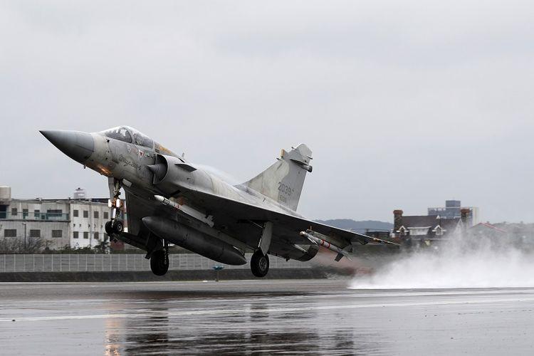 Jet tempur Mirage-2000 milik Angkatan Udara Taiwan saat latihan militer di Hsinchu, Januari 2019.