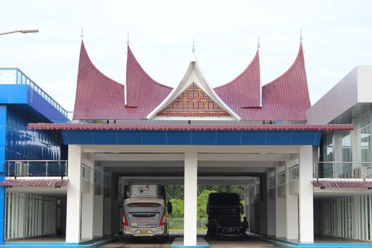 Bus PO SAN di Terminal Anak Air Padang