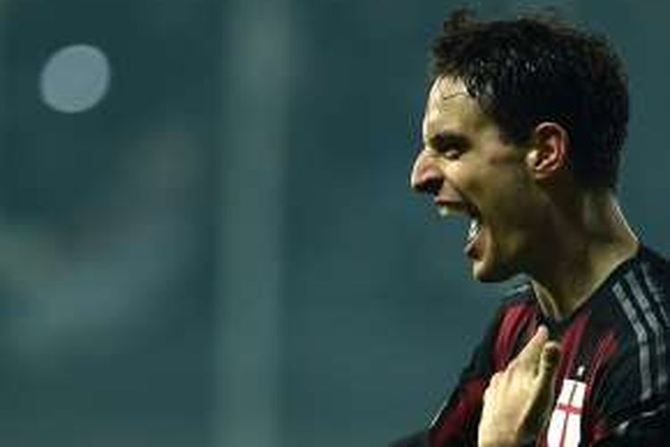 Giancomo Bonaventura merayakan gol AC Milan ke gawang Frosinone pada partai lanjutan Serie di Stadion Matusa, 20 Desember 2015.