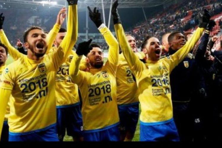 Ekspresi kegembiraan gelandang Stefano Lilipaly seusai membawa SC Cambuur lolos ke babak semifinal Piala Belanda, Rabu (25/1/2017).