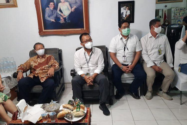 Dirut Sriwijaya Air Jefferson Jauwena menghadiri ibadah penguatan di rumah keluarga Diego Mamahit, Jatirahayu, Bekasi, Kamis (14/1/2021)