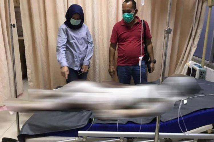 Seorang wanita berusia 29 tahun yang tinggal di Kampung Aceh Nomor 112 RT 002 RW 014, Kelurahan Muka Kuning, Kecamatan Sei Beduk, Batam, Kepulauan Riau (Kepri) diduga bakar diri saat ditagih uang kontrakan oleh pemiliknya.