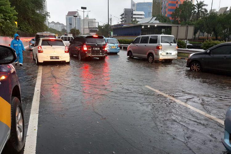 Kondisi Jalan Tol Jakarta-Cikampek, Rabu (1/1/2020).