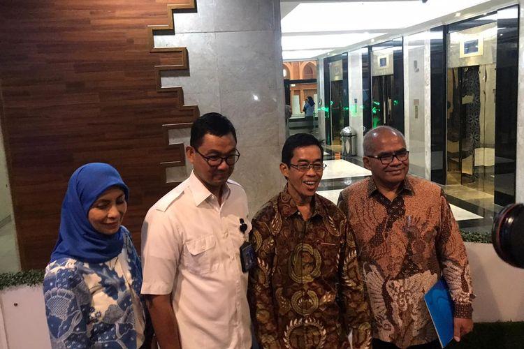Direktur Utama PLN Zulkifli Zaini (kedua dari kanan) di Kementerian BUMN, Jakarta, Senin (23/12/2019).