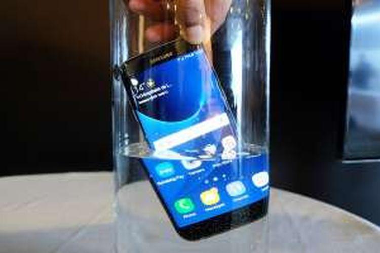 Samsung Galaxy S7 dan S7 Edge dilengkapi kemampuan anti air dengan spesifikasi IP68