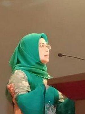 Siti Nur Azizah, Putri Wakil Presiden Indonesia terpilih, Maruf Amin, selepas menghadiri acara penganugerahan dari Rakyat Merdeka Group di Serpong, Tangsel, Selasa (23/7/2019).