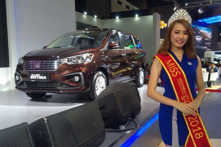Novita Sari (22), seorang SPG dari Suzuki Indomobil Sales yang baru saja dinobatkan sebagai Miss Motor Show 2018 pada pameran Indonesia International Motor Show (IIMS), Sabtu (28/4/2018).