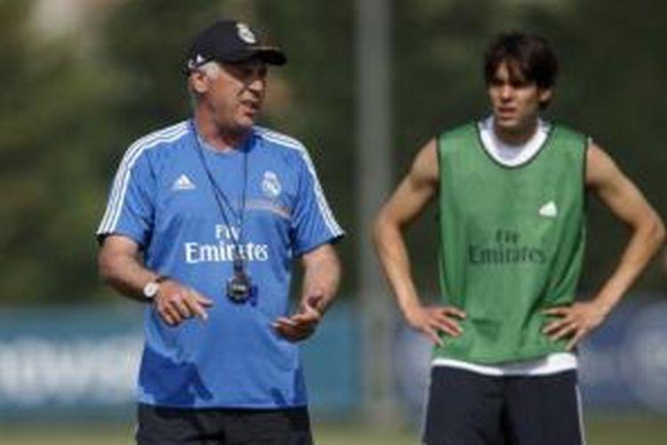 Pelatih Real Madrid, Carlo Ancelotti, dan gelandang Kaka.