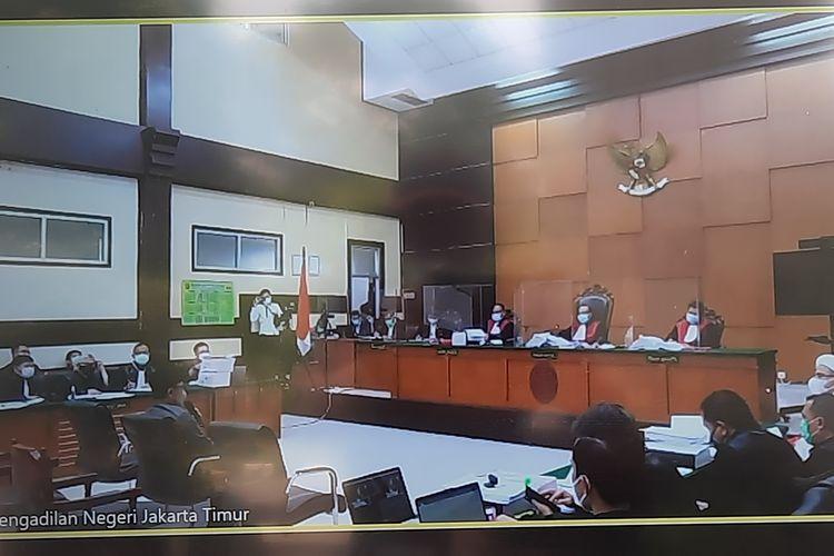 Wali Kota Bogor Bima Arya memberikan kesaksian dalam sidang kasus tes usap (swab test) palsu RS Ummi Bogor dengan terdakwa Rizieq Shihab. Sidang berlangsung di Pengadilan Negeri Jakarta Timur, Rabu (14/4/2021).(KOMPAS.com/NIRMALA MAULANA ACHMAD)