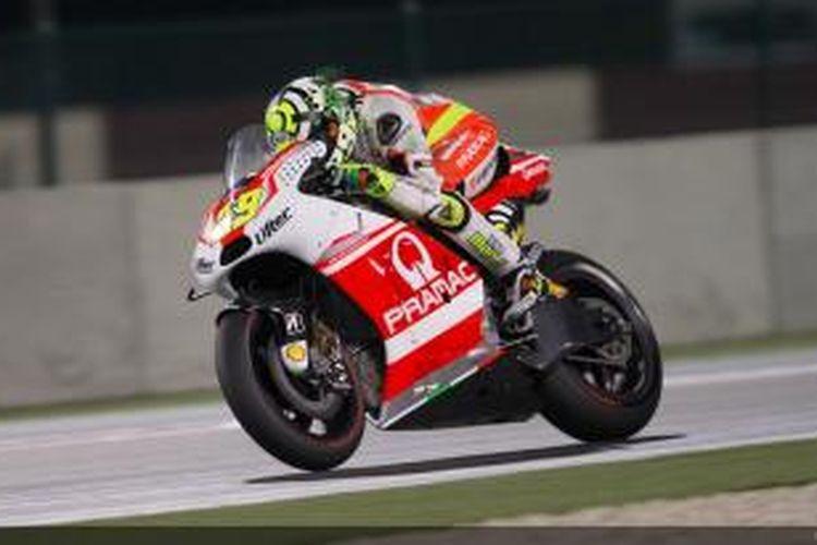 Pebalap Pramac Racing Andrea Iannone membalap di Sirkuit Losail pada sesi pemanasan GP Qatar, Minggu (23/3/2014).