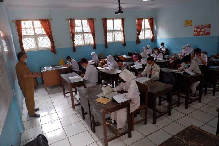 Pelaksanaan PTM terbatas di SMAN 1 Kota Serang