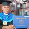 Wisudawan Tertua ITS, Tetap Semangat Menuntut Ilmu di Usia 59 Tahun