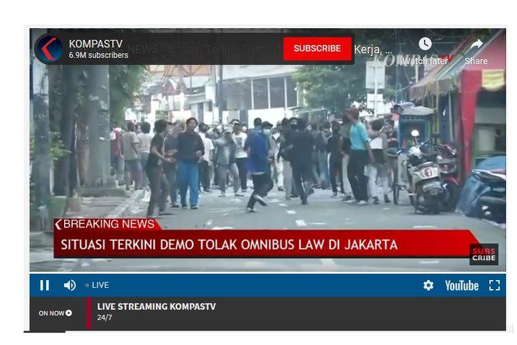 Bentrokan di sekitar Tugu Tani, Jakarta, Selasa (13/10/2020) sore.