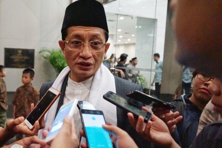Imam Besar Masjid Istiqlal, Nasaruddin Umar, memberi keterangan kepada pers seusai jumpa pers Sidang Isbat penentuan 1 Syawal 1439 H, Kementerian Agama, Jakarta, Kamis (14/6/2018).
