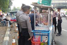 Rezeki Pedagang Asongan di Balik Riuh Demonstran di Gedung KPK