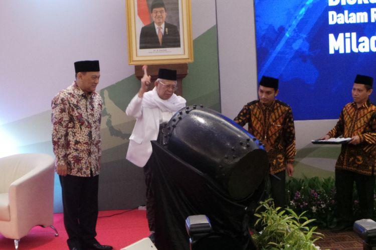 Gubernur Bank Indonesia Agus Martowardojo dan Ketua Majelis Ulama Indonesia (MUI) Maruf Amin saat membuka diskusi panel mengenai ekonomi syariah, di Gedung Bank Indonesia, Jakarta Pusat, Senin (24/7/2017).