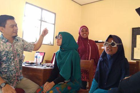 Sejumlah Anak Usia SD dan SMP di Banyumas Alami Gangguan Mata akibat Gadget