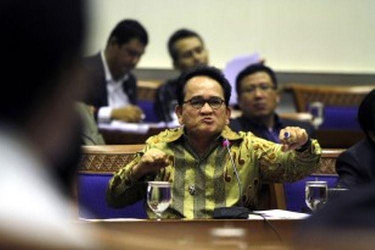Anggota Komisi III DPR-RI, Ruhut Sitompul, saat menghadiri rapat dengar pendapat dengan Komnas HAM di Gedung DPR/MPR-RI, Senayan, Jakarta, Senin (21/2/2011).