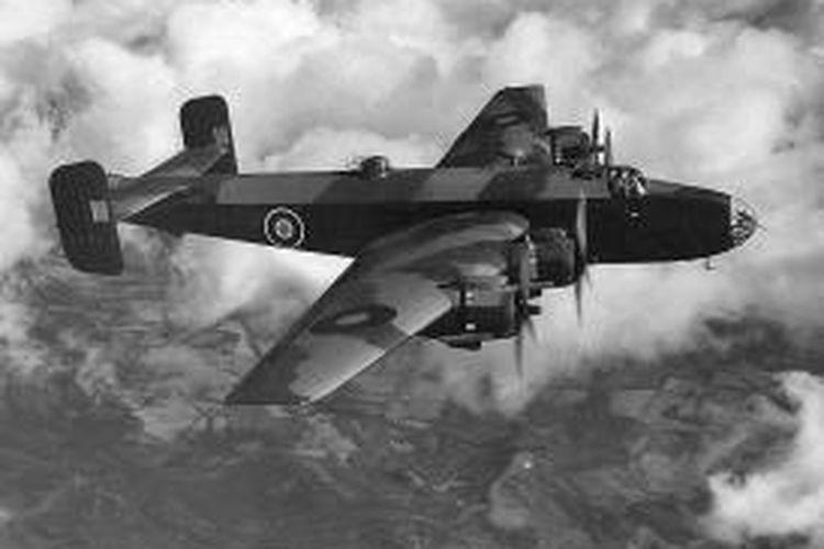 Seperti inilah pesawat pengebom Halifax milik angkatan udara Inggris (RAF) yang ditumpangi penerbang John Thompson yang jatuh di pegunungan Albania pada Oktober 1944.