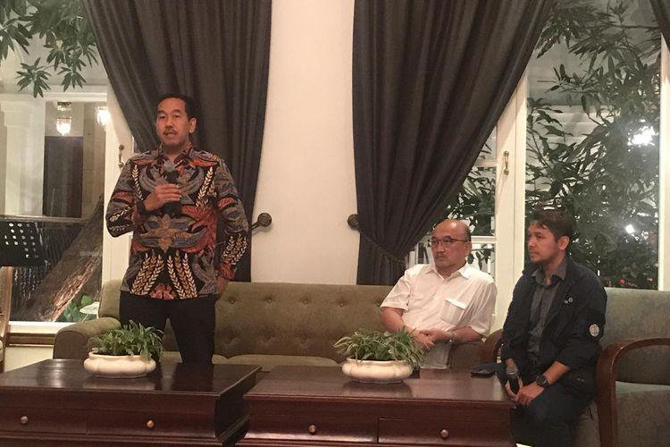 Direktur Utama Angkasa Pura II Muhammad Awaluddin melakukan konferensi pers untuk memaparkan kesiapan AP II menyediakan angkutan Lebaran 2019 bersama dengan Direktur Operasi Angkasa Pura II Djoko Murjatmodjo, dan VP of Corporate Communication Yado Yarismano, Kamis (17/5/2019).