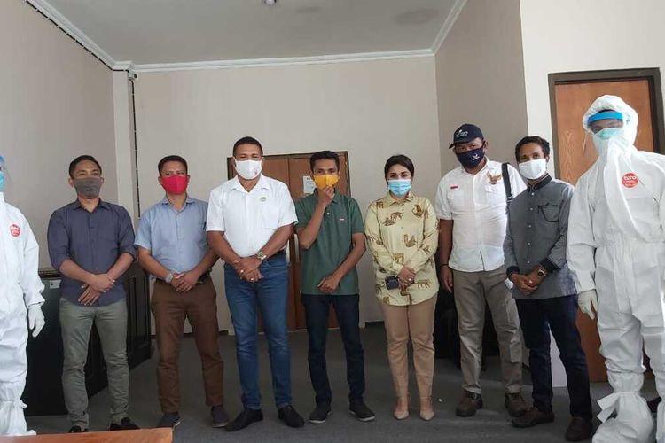 Delapan anggota DPRD Kabupaten Seram Bagian Barat, Maluku menjalani rapid test di kantor DPRD setempat, Selasa (30/6/2020).