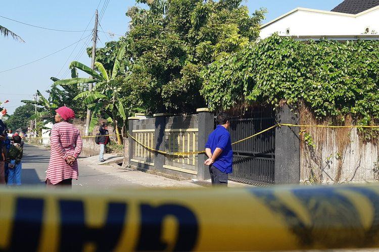 Kondisi rumah lokasi ditemukannya satu keluarga tewas di Dusun Slemben, Desa Duwet, Kecamatan Baki, Sukoharjo, Jawa Tengah, Sabtu (22/8/2020).