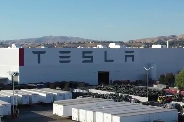Pabrik Tesla.