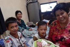 Kisah Ibu Melahirkan di Dalam Mobil PLN, Berjuang Saat Banjir Menerjang Rumahnya