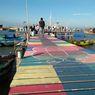 Sentuhan Warna-warni di Geladak Perahu Balai Keling Gresik