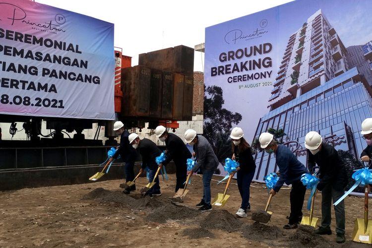 Ground breaking sebagai tanda dimulainya pembangunan Princeton Boutique Living, proyek apartemen yang berada di kawasan Ringroad, Kota Medan, Senin (9/8/2021)