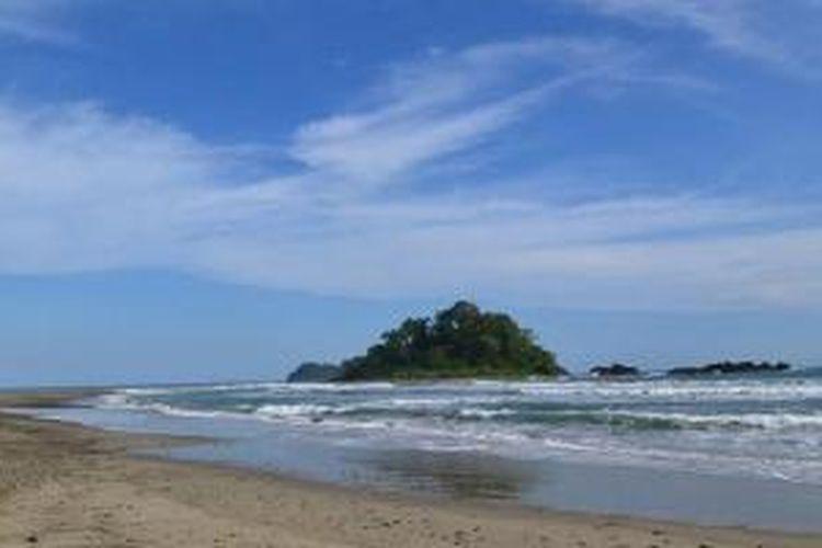 Pantai Fari'i di Kabupaten Nias Barat, Sumatera Utara.
