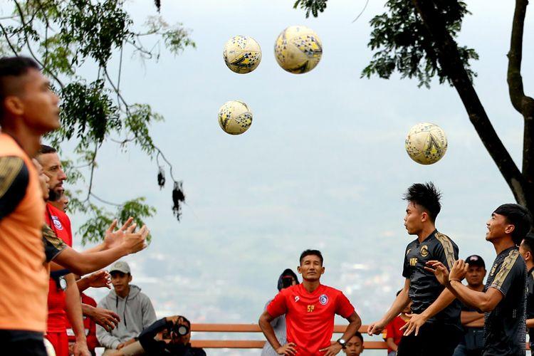 Untuk mengarungi musim 2020 Arema FC mempersiapkan tim dengan Training Center (TC) selama 1 minggu mulai tanggal 19-24/01/2020 di Kota Batu, Jawa Timur.