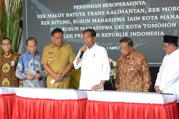 Presiden Joko Widodo meresmikan 3 KEK dan 2 rumah susun mahasiswa, di Bandar Udara Sam Ratulangi, Kota Manado, Sulawesi Utara, Senin (1/4/2019).