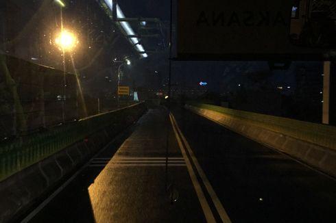Lintasi Koridor 13 Malam Hari, Sopir Andalkan Cahaya Gedung Sekitar