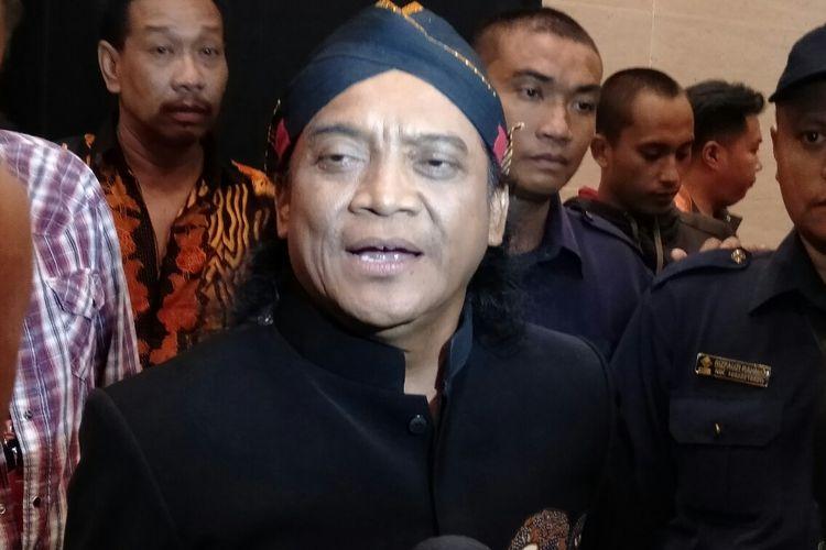 Didi Kempot usai mengisi acara di studio RCTI, Kebon Jeruk, Jakarta Barat, Kamis (12/12/2019)