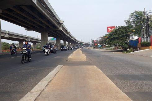 Pembongkaran Trotoar di Tengah Jalan Raya Kalimalang, Tak Semudah yang Dibayangkan...