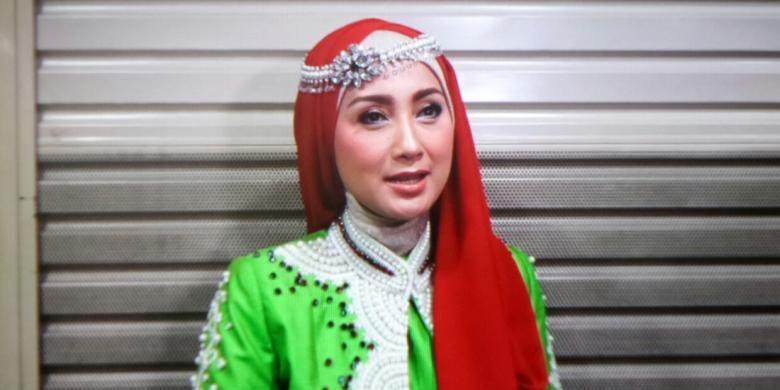 Vokalis dan pembawa acara, Desy Ratnasari saat ditemui di Sportmall, Kelapa Gading, Jakarta Utara, Minggu (12/6/2016).