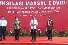 Didampingi Anies, Jokowi Tinjau Vaksinasi Covid-19 di Kampung Rambutan