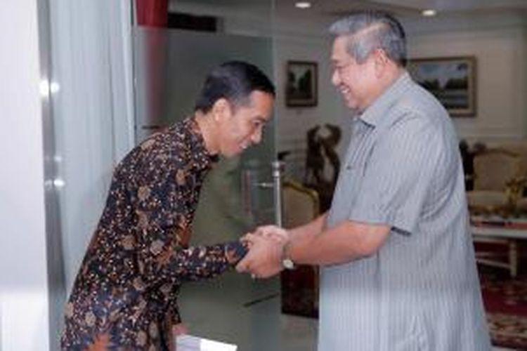 Presiden Susilo Bambang Yudhoyono (kanan) bertemu dengan Gubernur DKI Jakarta Joko Widowo i Istana Presiden, 13 Mei 2014.