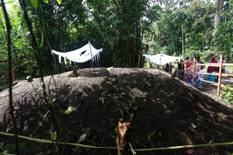 Tiga makam yang tanahnya tiba-tiba naik telah disurvei tim geologi di Padang Pariaman, Sumbar