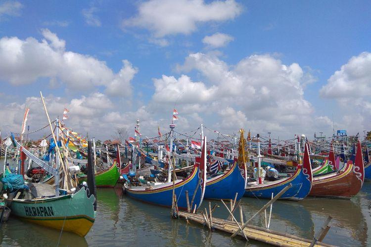 Ada sekitar 2.000 perahu nelayan yang terparkir di Pelabuhan Muncar Banyuwangi