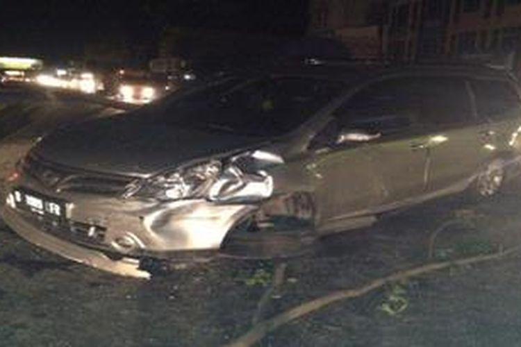Ilustrasi: Grand Livina keluar lajur di Jalan Raya Serpong akibat kecelakaan, Minggu (27/1/2013) tengah malam