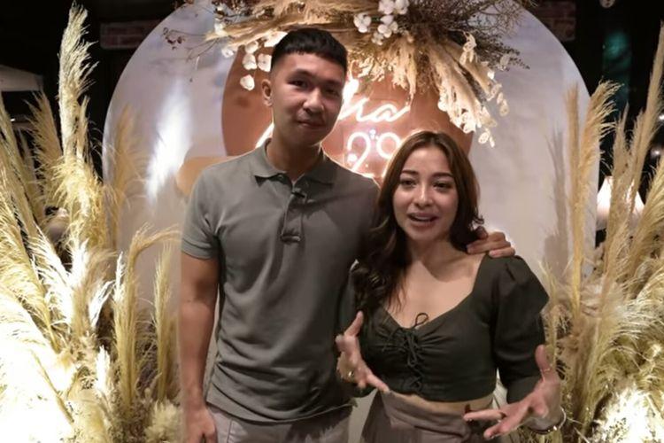 Artis Nikita Willy bersama suaminya, pengusaha bernama Indra Priawan