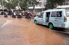 Pipa Bocor di Kebon Jeruk Sebabkan Distribusi Air Bersih Terganggu